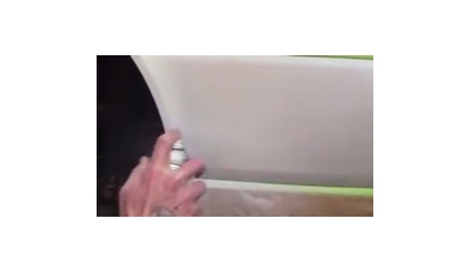 How to Apply Pearl White Spray Paint